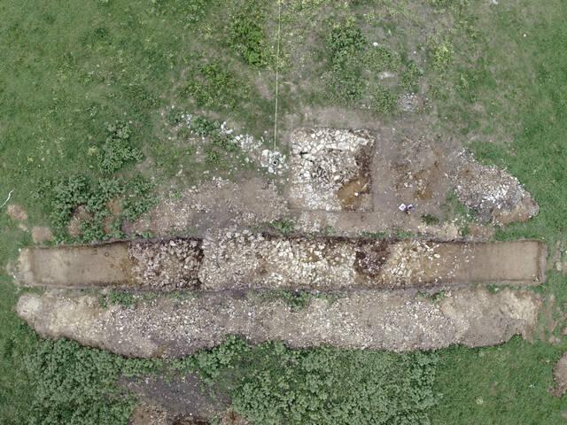 Sondages au cairn de Goasseac'h, photo drone par Virtual Archéo