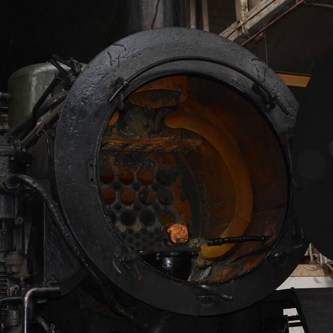 Une locomotive à vapeur sous toutes ses coutures à Carhaix